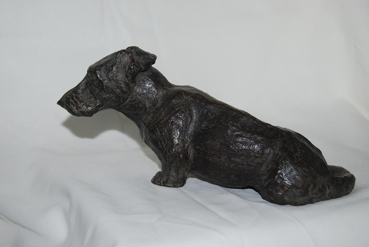 Jeune Teckel assis – Sculpture bronze 5 x 1x 9 cm – Prix ** dispo à partir du 3/8